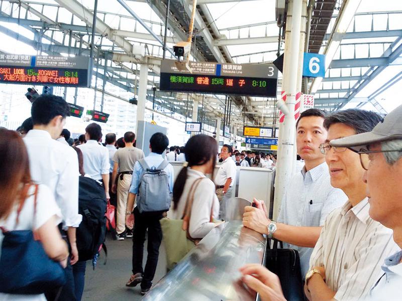 危険ととなり合わせの武蔵小杉駅をなんとかしたいと「武蔵小杉駅を良くする会」のみなさんと